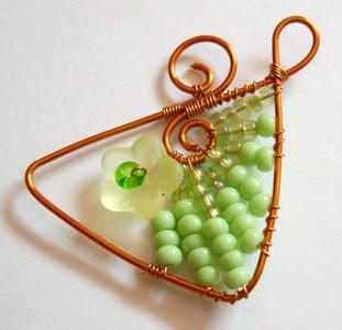zelené drátované náušnice